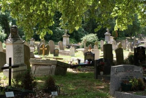 This garden style cemetery is popular with bird watchers.