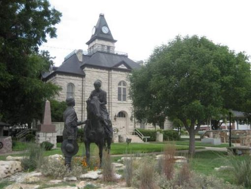 Somervell Courthouse in Glen Rose, Texas (photo by Tui Snider)