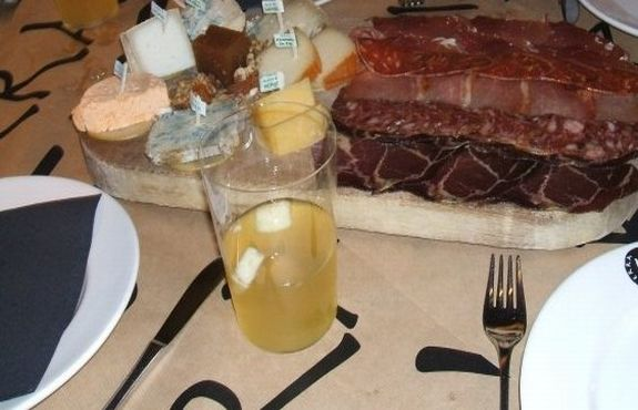 Cider houses tapas in asturias spain the traveler 39 s way for Asturian cuisine