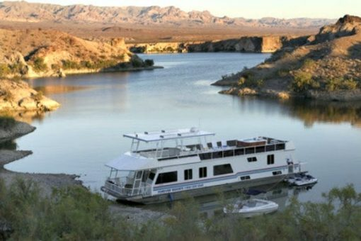 houseboating with Forever Resorts