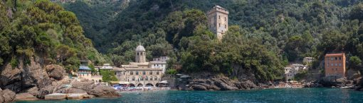 Panoramic View Stunning Little Town San Fruttuoso Camogli Ligurian Coast — Stock Photo  Panoramic view of the stunning little town of San Fruttuoso near Camogli on the Ligurian coast, which can only be reached by ferry or by foot.