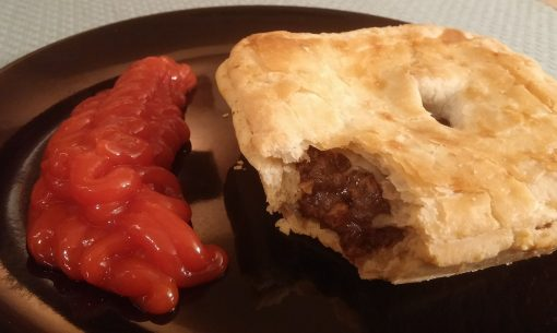Filled with mincemeat and gravy, accompanied with a rich tomato sauce, the Australian meat pie is hand-sized and packed with delicious flavors.